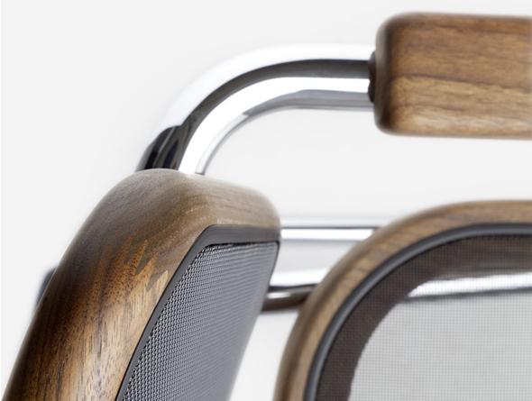 Bespannung von Sitz und Rücken mit Netzgewebe