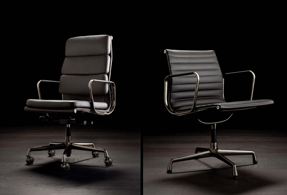Soft Pad und Aluminium Chair | Dark Chrome. Produced by Vitra since 1958. Design: Charles & Ray Eames