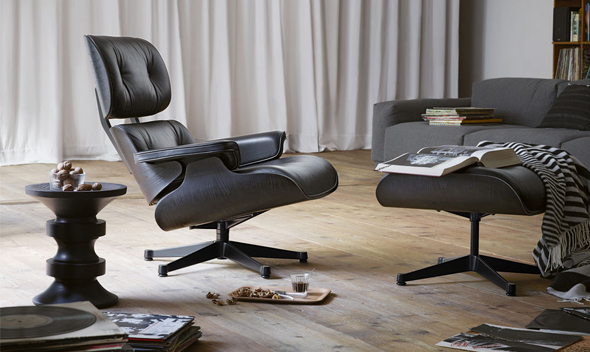 Lounge Chair + Ottoman mit Eames Stool in schwarz