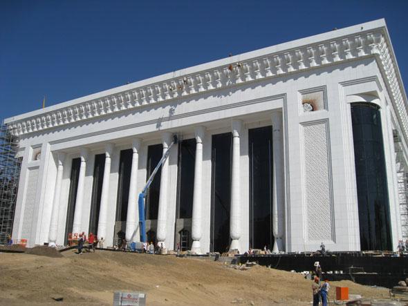 Die Front des Kongresszentrums Tashkent, Uzbekistan