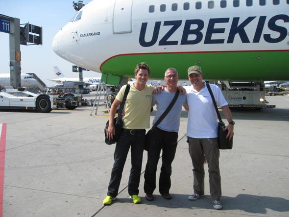 Team Chairholder von links: Patrick Wehnhardt, Rainer Kettner und Rolf Gerlach auf dem Flughafen Frankfurt am Main