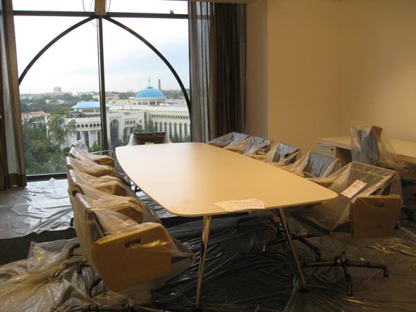 Das Büro des Direktors, mit Blick auf das Tashkenter Rathaus...