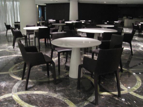 Das Restaurant im UG (Stühle GIO von Walter Knoll)