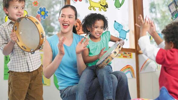 Erzieherinnenstuhl - Gesundes, rückengerechtes Sitzen in der Kinderbetreuung