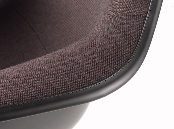 der neue vollgepolsterte Plastic Armchair von vitra