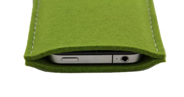 passt perfekt, das iPhone 3GS und das iPhone 4 in der Chairholder Filztasche