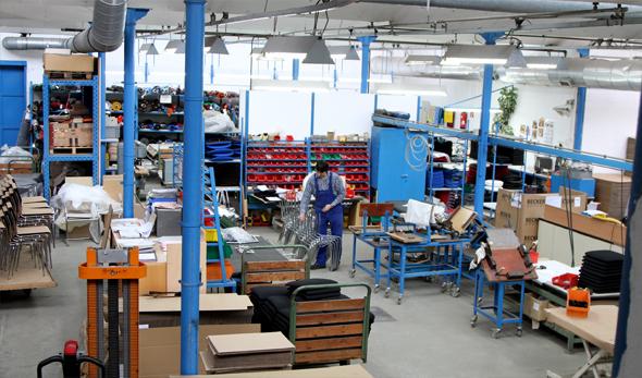 Der Produktionsraum der Stendaler Stuhl-Manufaktur.