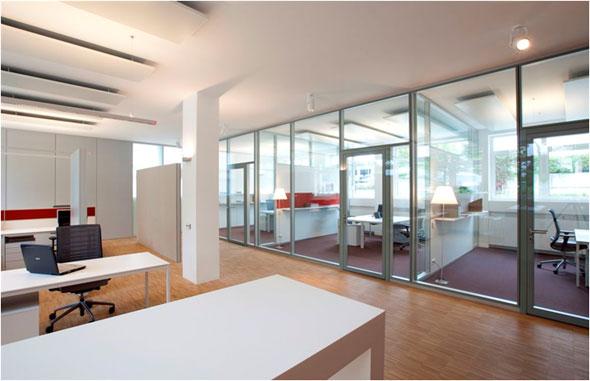Freistehende Absorber in Metall mit Stoffoberfläche - Wandintegrierter Absorber zwischen den Büros