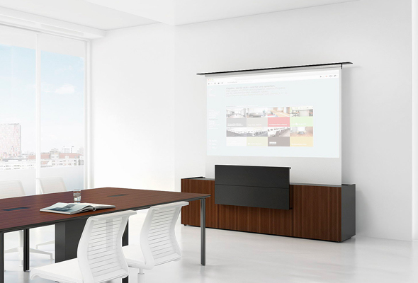 B8: Projektionssideboard mit integriertem Nahdistanzprojektor.