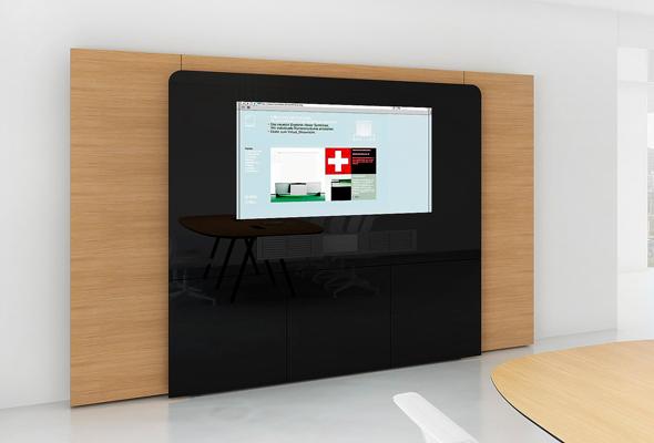 """W4: Medienwand mit integriertem 65"""" Display."""