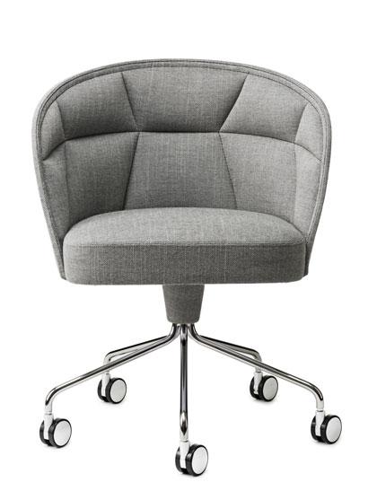 Armchair emily von g rsn s ein stuhl der zum verweilen for Armlehnstuhl mit rollen