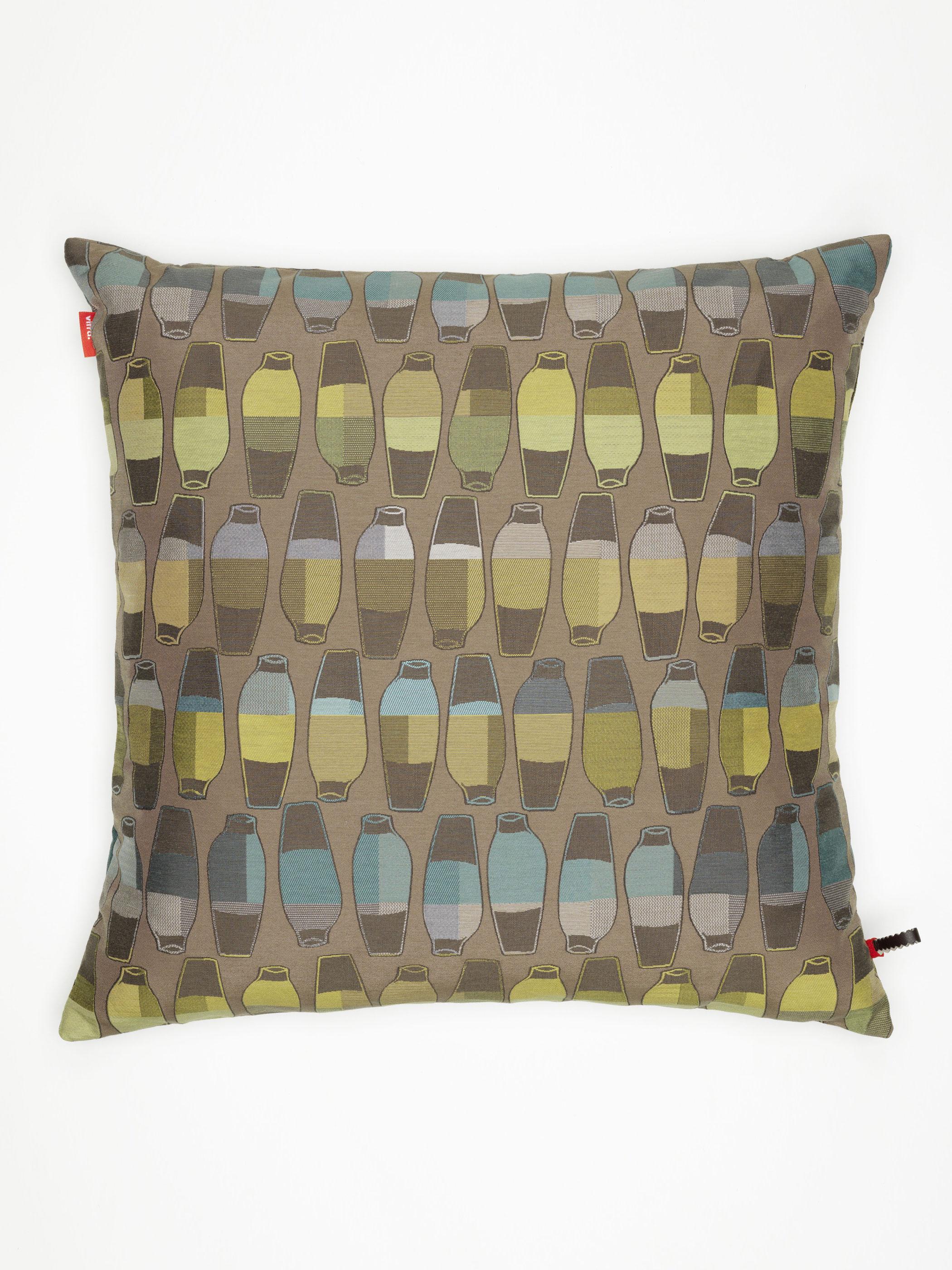 vitra kissen maharam vases goldenrod produktdetails. Black Bedroom Furniture Sets. Home Design Ideas